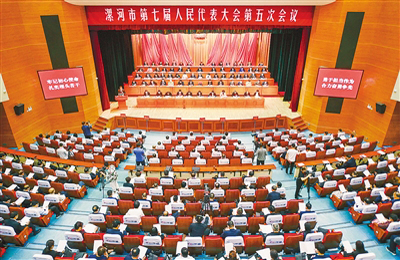 高举习近平新时代中国特色社会主义思想伟大旗帜 合力谱写新时代