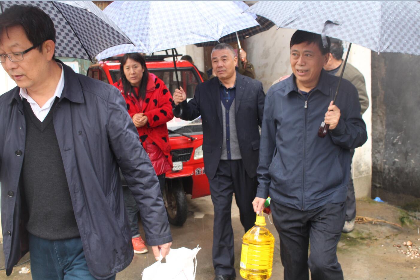 漯河市科技局开展扶贫日入户走访活动