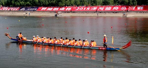 纪摄:《水上龙舟表演》
